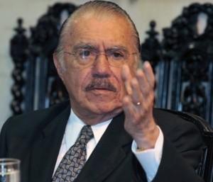 Reunidos na casa de José Sarney, cúpula do PMDB avaliou com irritação a prisão dos aliados do partido na operação da PF que investigou irregularidades no Ministério do Turismo.