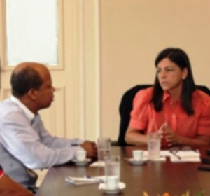 Governadora Roseana Sarney, em conversa com o jornalista e blogueiro Décio Sá