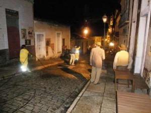 Equipe da Prefeitura realiza lavagem hidrotérmica nas ruas utilizadas para filmagem