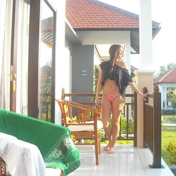 Catarina Migliorin, 20, está leiloando sua virgindade pela internet