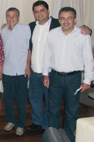 Vieira ladeado pelos seus mentores, Deusdedith e Pereira