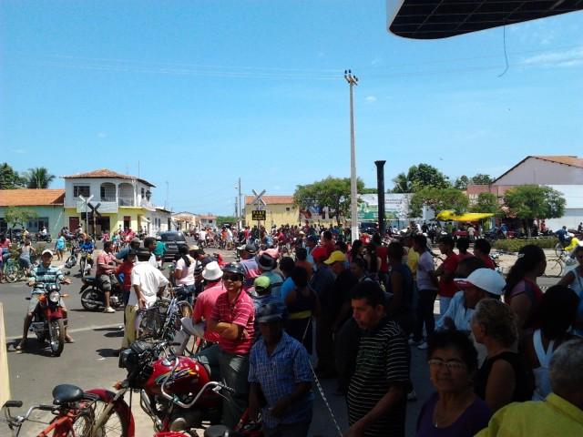 Vice-prefeito reuniu multidão para dar entrada no processo de cassação de Teresa Murad.