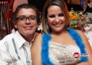O jornalista Eduardo Ribeiro Carvalho e sua esposa. Foto: Facebook / Reprodução