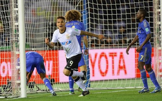 Paolo Guerrero sai para festejar seu gol diante do Chelsea. Foto: Getty Images/Reprodução