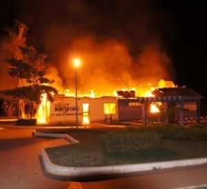 Há fortes indícios de o incêndio ser criminoso. Foto: Radialista L. Silva