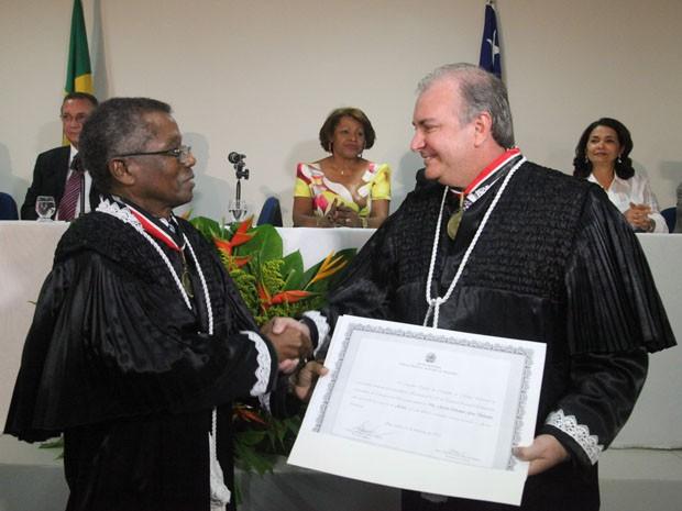 José Bernardo Rodrigues (à esq.) e José de Ribamar Sobrinho (à dir.) tomam posse no TRE-MA. Foto: De Jesus/O Estado.