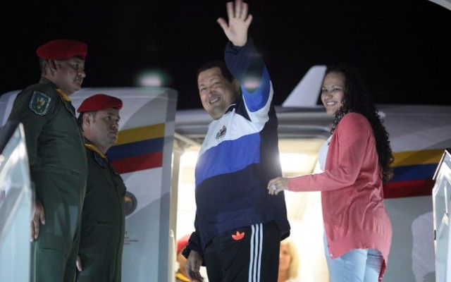Em abril de 2012, Chávez parte novamente para Cuba ao lado da filha Rosa Virgínia. Foto: AP