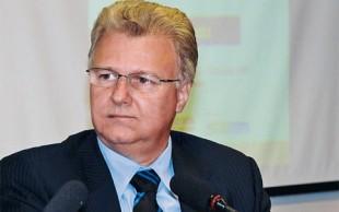 """Deputado Edmar Arruda diz que empreiteira que lucra com casas """"é da família"""""""