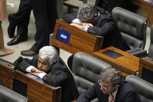 Sétimo Waquim (canto esquerdo) é flagrado cochilando na sessão. Foto: Dida Sampaio / Estadão