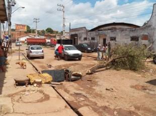 População chegou a protestar contra as máquinas da prefeitura no local, por suspeitarem de que obra não seria feita tão cedo.
