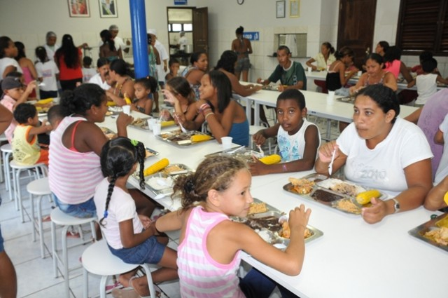 Parte da produção é utilizada para preparação das refeições servidas gratuitamente na Cozinha Escola Municipal