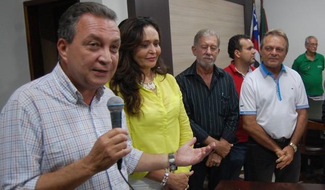 Luis Fernando com a prefeita Gleide e com o deputado Hélio Soares