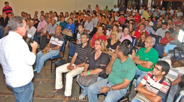 Luis Fernando fala durante Encontro de Lideranças promovido pela prefeita Gleide Santos