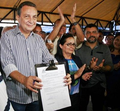 O secretário de Estado de Infraestrutura, Luis Fernando Silva, assinou Ordem de Serviço