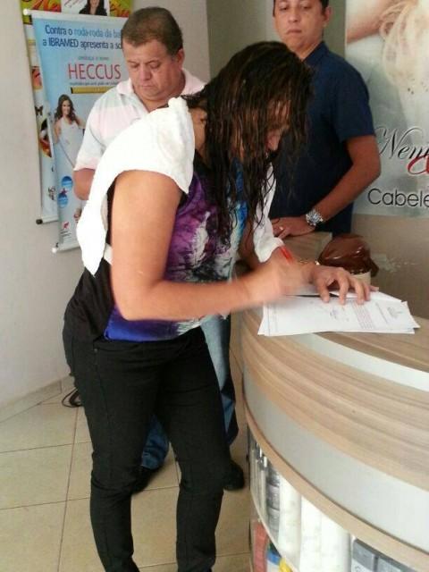 Prefeita Gleide Santos assina notificação