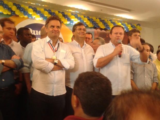 'ORGIA ACREANA' Vice de Dino, o tucano Carlos Brandão discursa ao lado do comunista em evento que marcou a oposição da chapa comunista à reeleição da presidente Dilma Rousseff. Foto: Divulgação