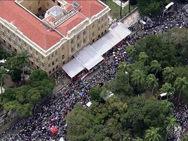 Missa em homenagem ao ex-governador na Praça da República