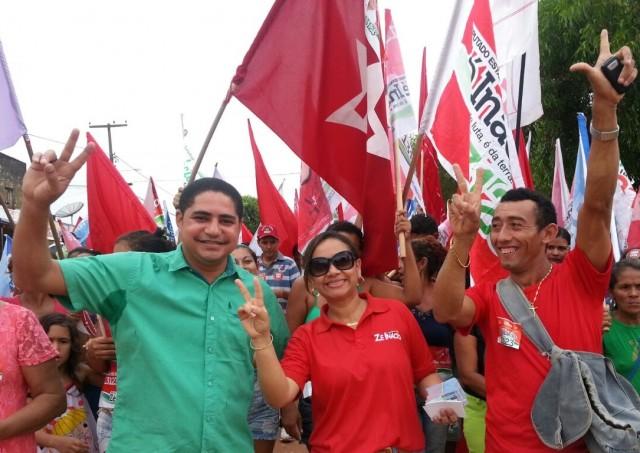 Líderes políticos e eleitores de Zé Inácio (PT) percorrem o centro comercial do município