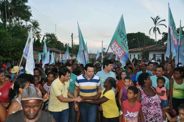População de Bacuri sai às ruas para apoiar Glalbert Cutrim