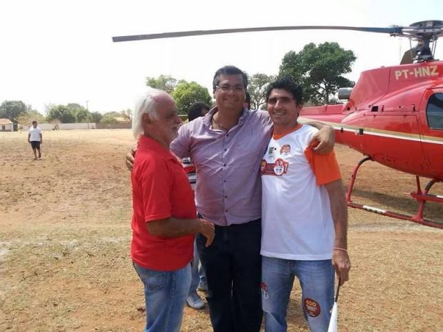 Veja o helicóptero de Dedé Macedo trazendo Flávio Dino para a cidade de Mirador