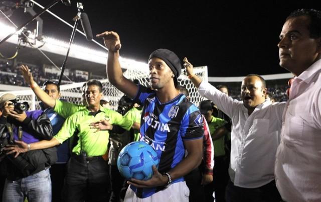 Apresentação de Ronaldinho gerou revolta de político