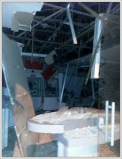 A agência do Bradesco teve toda a estrutura destruída com a explosão