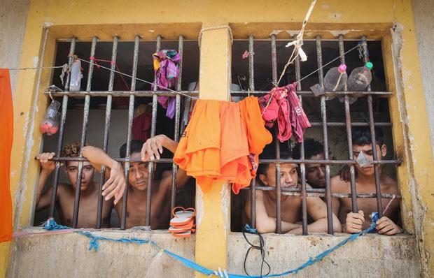 Detentos dividem cela lotada no presídio de Pedrinhas, em São Luís (Foto: Mario Tama/Getty Images)