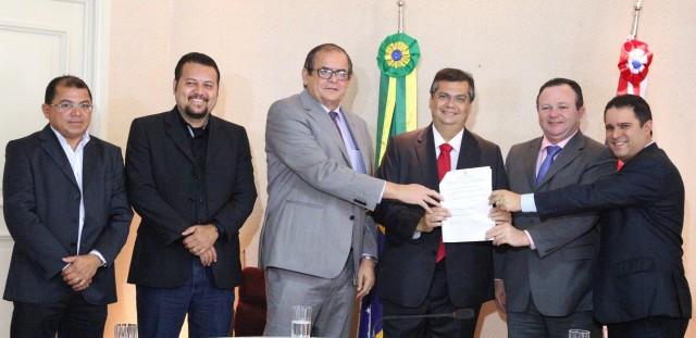 Governador Flávio Dino e prefeito Edivaldo Holanda Júnior celebraram convênio para pavimentação de vias em São Luís