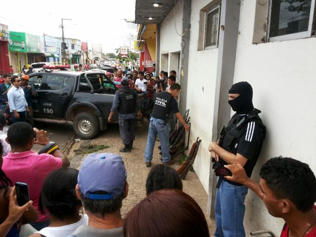 Policiais retiram armas de circulação