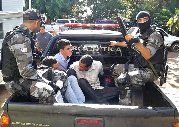 Suspeitos foram presos em flagrante