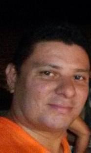 """O produtor musical Alexandro Carvalho, de 36 anos conhecido como """"cachorro"""" morreu no local"""