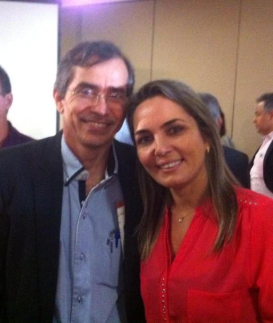 Simone e o secretario de saúde Marcos Pacheco