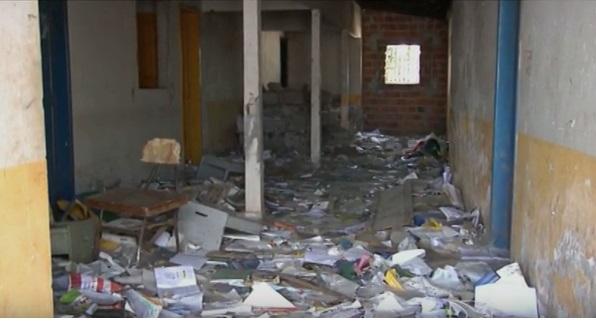 Posto de saúde abandonado servia de depósito para os livros didáticos