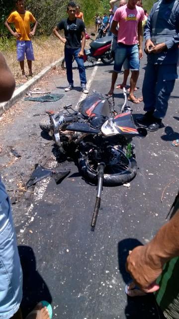 A moto ficou completamente destruída