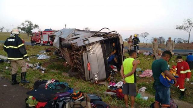 Ônibus clandestino que saiu de São Paulo a Imperatriz tomba e deixa mortos