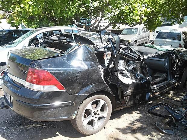 Veículo ficou destruído após acidente na BR-316 (Foto: PRF)