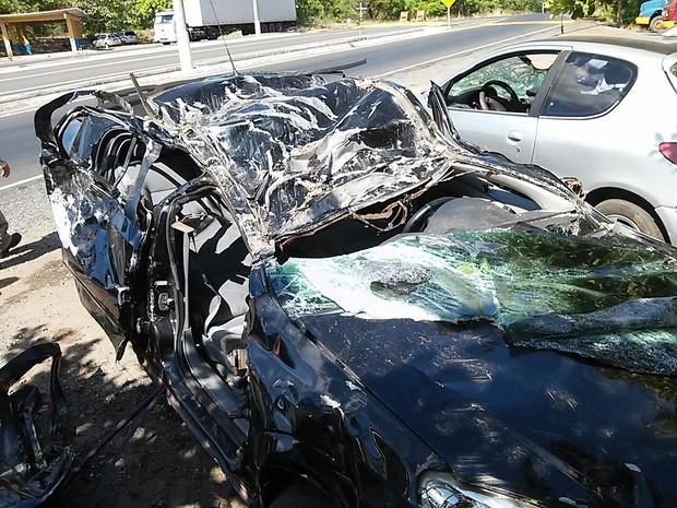 Dos sete ocupantes do veículo, três morreram (Foto: PRF)