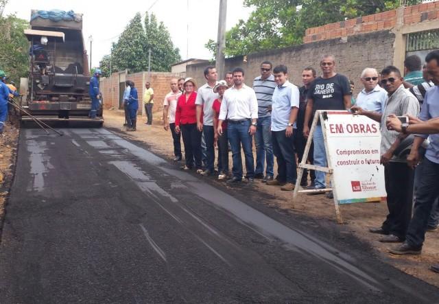 Prefeito vistoriou os trabalhos de asfaltamento de vias da região limítrofe de Ribamar.