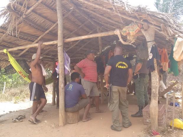 Garimpeiros não possuiam licença ambiental e foram autuados em flagrante (Foto: Divulgação / PMMA)