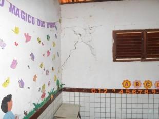 Sala de aula apresenta risco iminente de desabamento