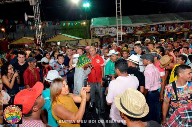 Com todos os espaços ocupados por brincadeiras, manifestações culturais e autoridades, o Arraial Pertinho de Você se tornou o point dos festejos juninos de São Luís.