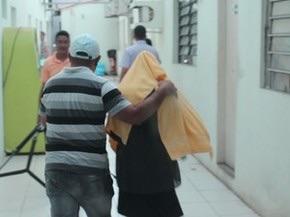 Momento em que a vítima chega para prestar depoimento e tomar coquetéis contra Aids