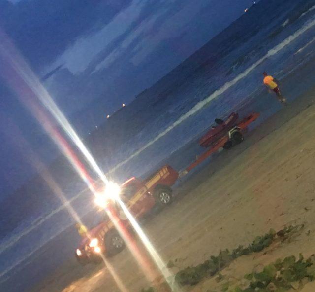 Três bombeiros desaparecem nas água da Litorânea ao resgatar surfistas