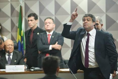 "João Alberto comete gafe, e chama senador de ""Lavoisier"""