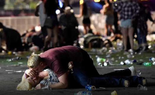 Pânico e terror em Las Vegas: veja o momento dos tiros que resultaram em 50 mortos e 400 feridos