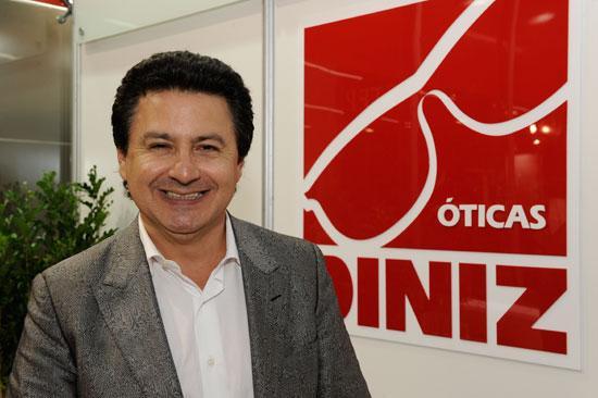 21b01eeded663 Familiar do proprietário das Óticas Diniz entrou em contato com o blog para  desfazer matéria aqui publicada de que o empresário Arione Diniz tenha tido  um ...