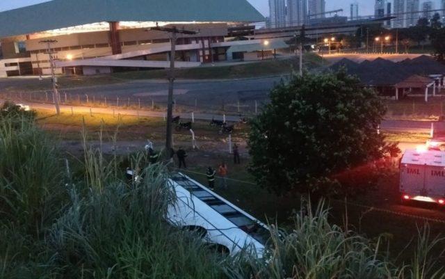 onibus maranhao2 640x401 - URGENTE!! Ônibus que pegou passageiros em Barra do Corda cai em viaduto deixando 40 feridos e dois mortos - minuto barra